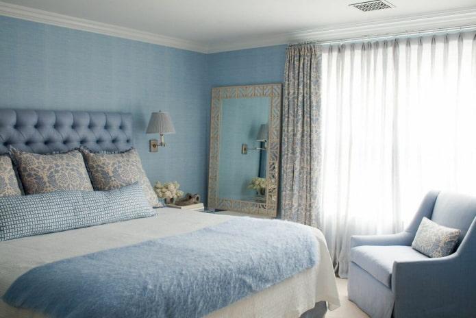 textiles et décoration à l'intérieur de la chambre bleue