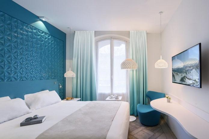 intérieur de chambre bleu et blanc