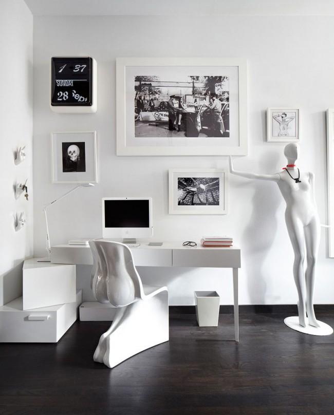 Hi-tech noir et blanc dans un bureau à domicile spacieux