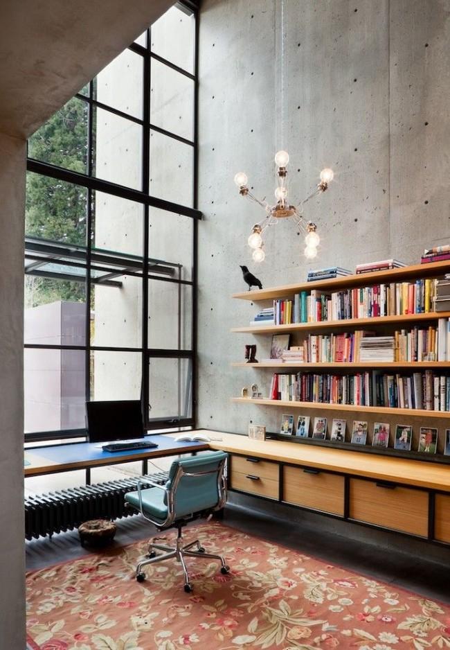 Espace de travail dédié dans un appartement de style loft.  Le radiateur de chauffage tubulaire est ici adapté pour une installation sous une table près d'une fenêtre panoramique