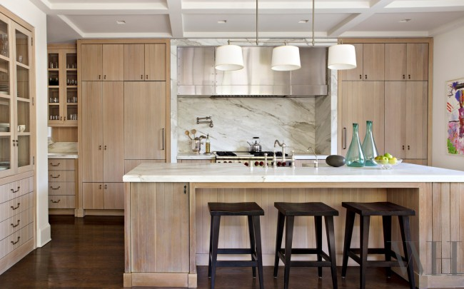 Couleur chêne blanchi.  Le chêne blanchi et le marbre font traditionnellement une bonne combinaison