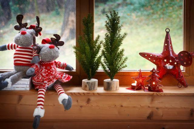 À l'aide de petits jouets symboliques, vous pouvez décorer le rebord de la fenêtre