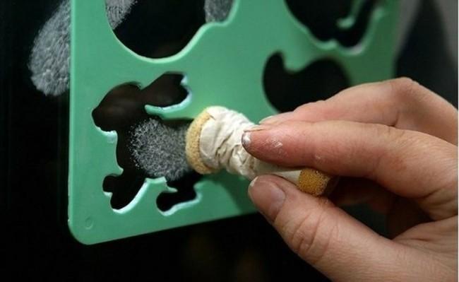 Un pochoir en plastique spécial aidera à préparer votre maison pour le Nouvel An plus rapidement