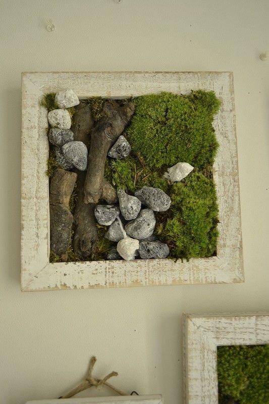 Panneau de mousse et de pierres