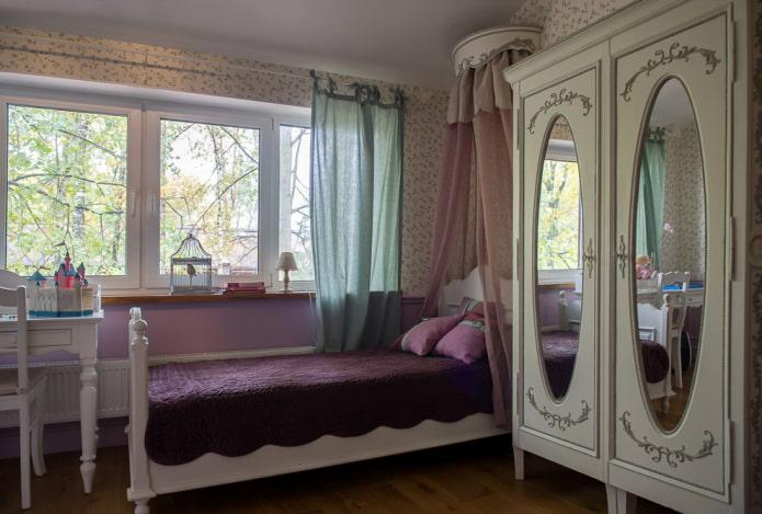 meubles à l'intérieur d'une chambre d'enfants dans le style provençal