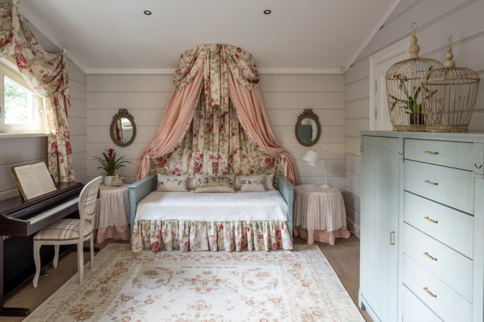 textiles et déco dans la chambre des enfants à la provençale