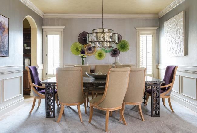 Table luxueuse avec des motifs en spirale