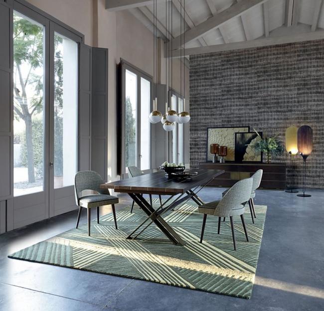 Table forgée dans un style moderne