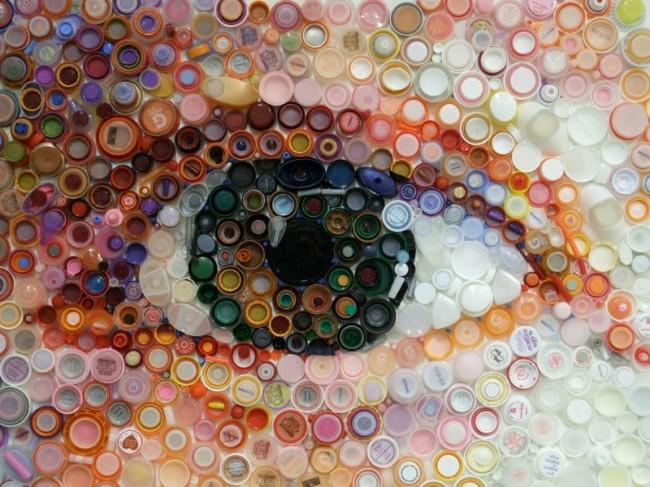 Artisanat à partir de bouchons de bouteilles en plastique.  Avec un talent artistique et la capacité d'adapter la vision, des toiles réalistes peuvent être créées.  Cette activité est plus difficile et prend beaucoup plus de temps qu'une mosaïque.