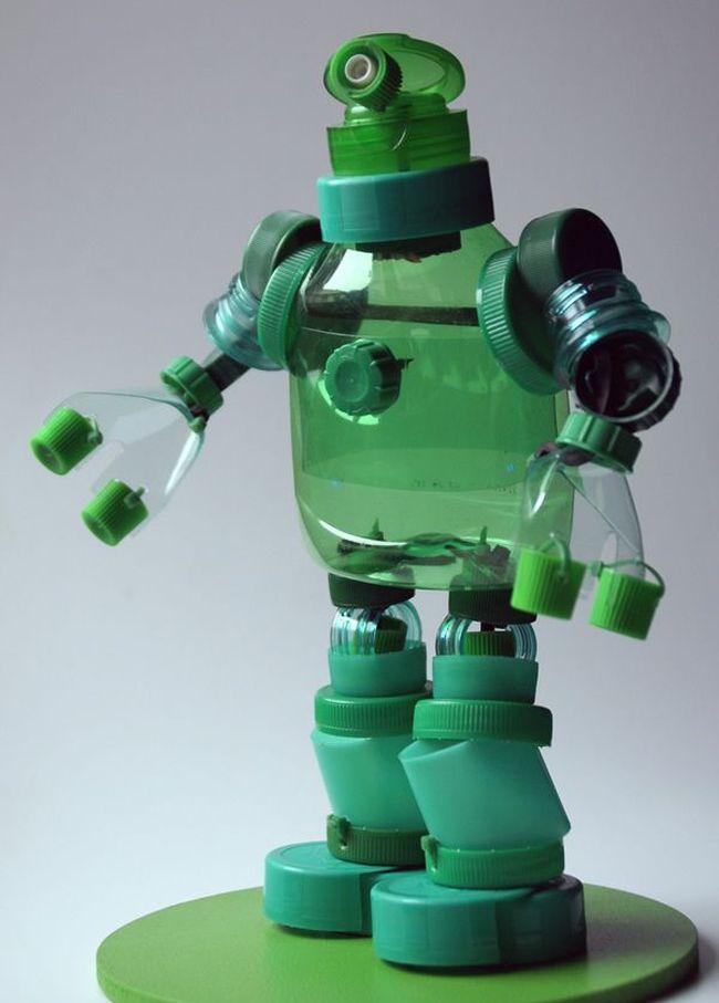 Artisanat à partir de bouchons de bouteilles en plastique.  Avec les enfants, vous pouvez assembler une sorte de fée ou de personnage de dessin animé - c'est un excellent moyen de développer l'imagination et la pensée spatiale des enfants