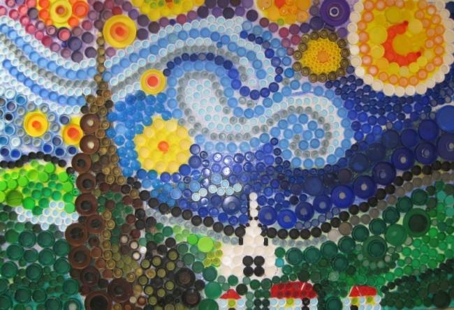 Artisanat à partir de bouchons de bouteilles en plastique.  Des couvercles de différentes tailles et couleurs peuvent même faire une sorte de reproduction de votre célèbre toile préférée.