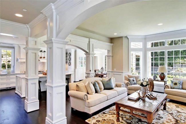 Colonnes comme élément décoratif dans une maison privée
