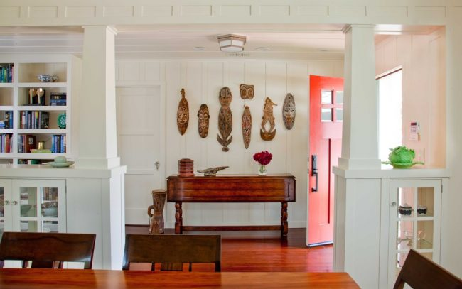 De petites colonnes en plaques de plâtre décoreront le couloir de votre maison