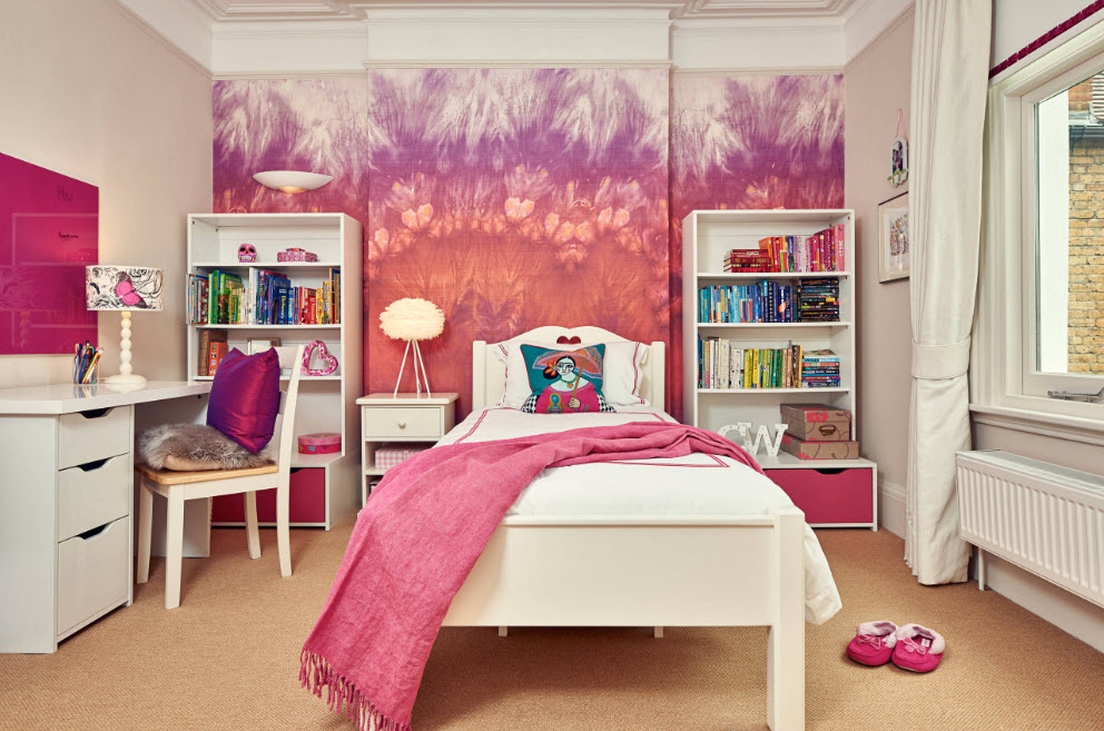 Les éléments roses s'intégreront parfaitement à l'intérieur de la chambre de la fille