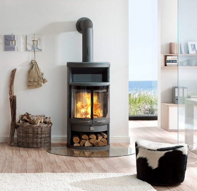 L'un des principaux attributs d'une maison de campagne est une cheminée.