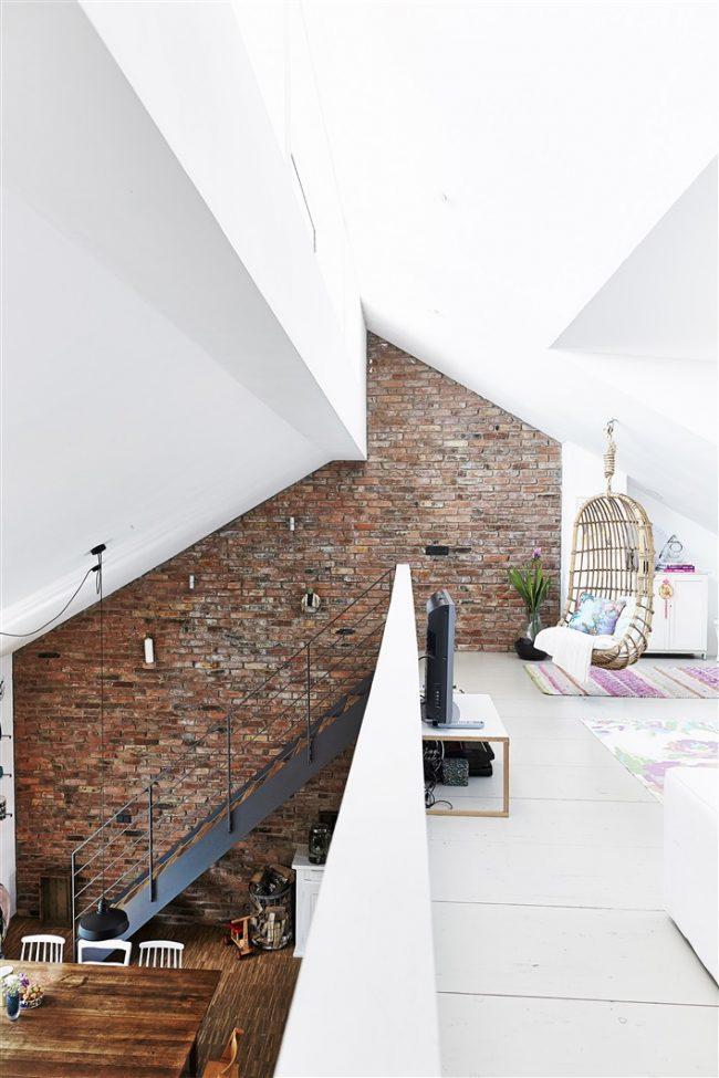 Maison de style loft à deux niveaux