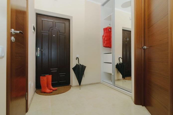armoire intégrée dans le couloir