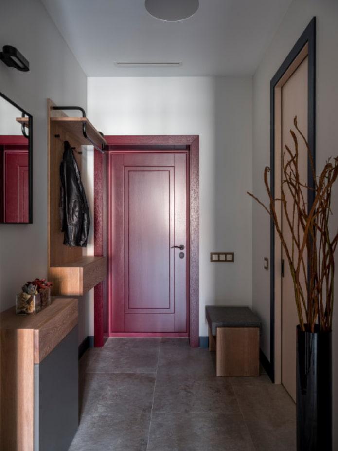 couloir allongé dans l'appartement