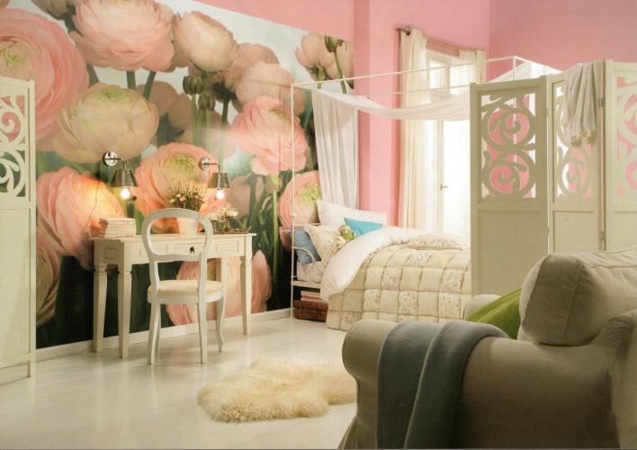 La couleur rose tendre crée une atmosphère particulière de confort