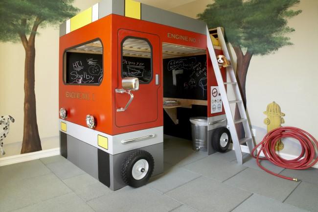 Un berceau lumineux sous la forme d'un bus, d'un camion de pompiers, d'un bateau - c'est ce qui ravira vraiment l'enfant!