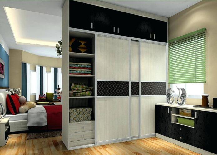 armoire double face en forme de cloison à l'intérieur