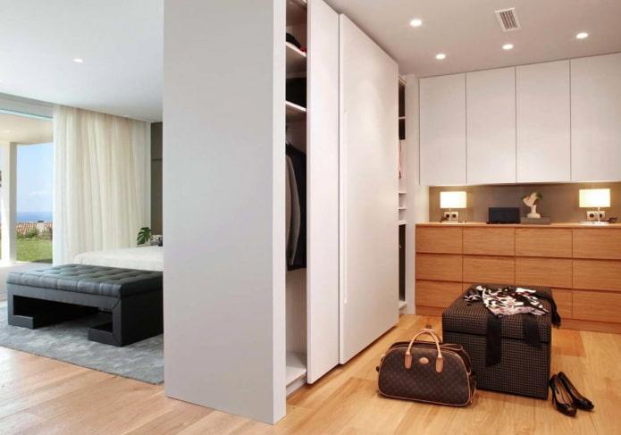 armoire à cloisons sèches en forme de cloison à l'intérieur