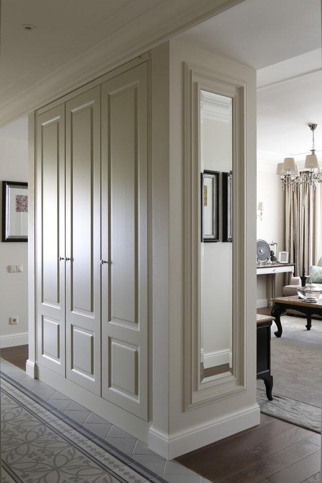 armoire rectangulaire en forme de cloison à l'intérieur