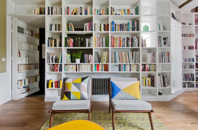 bibliothèque en forme de cloison à l'intérieur