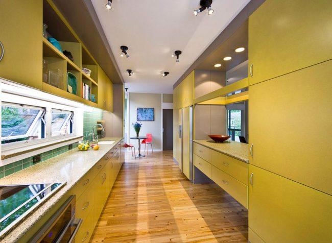 La cuisine dans le couloir est souvent oblongue.
