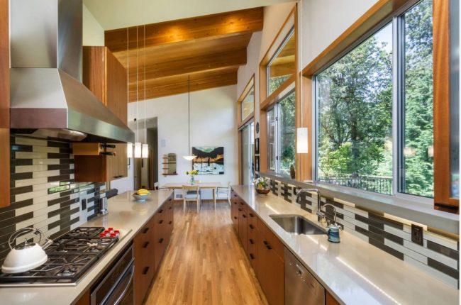 Le transfert facile de la cuisine vers le couloir avec des restrictions minimales n'est possible qu'aux étages inférieurs de la maison