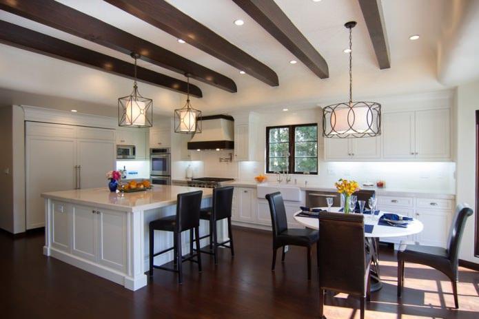 cuisine-salle à manger avec sol sombre