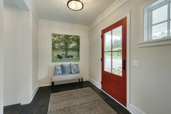 Portes rouges avec sol sombre