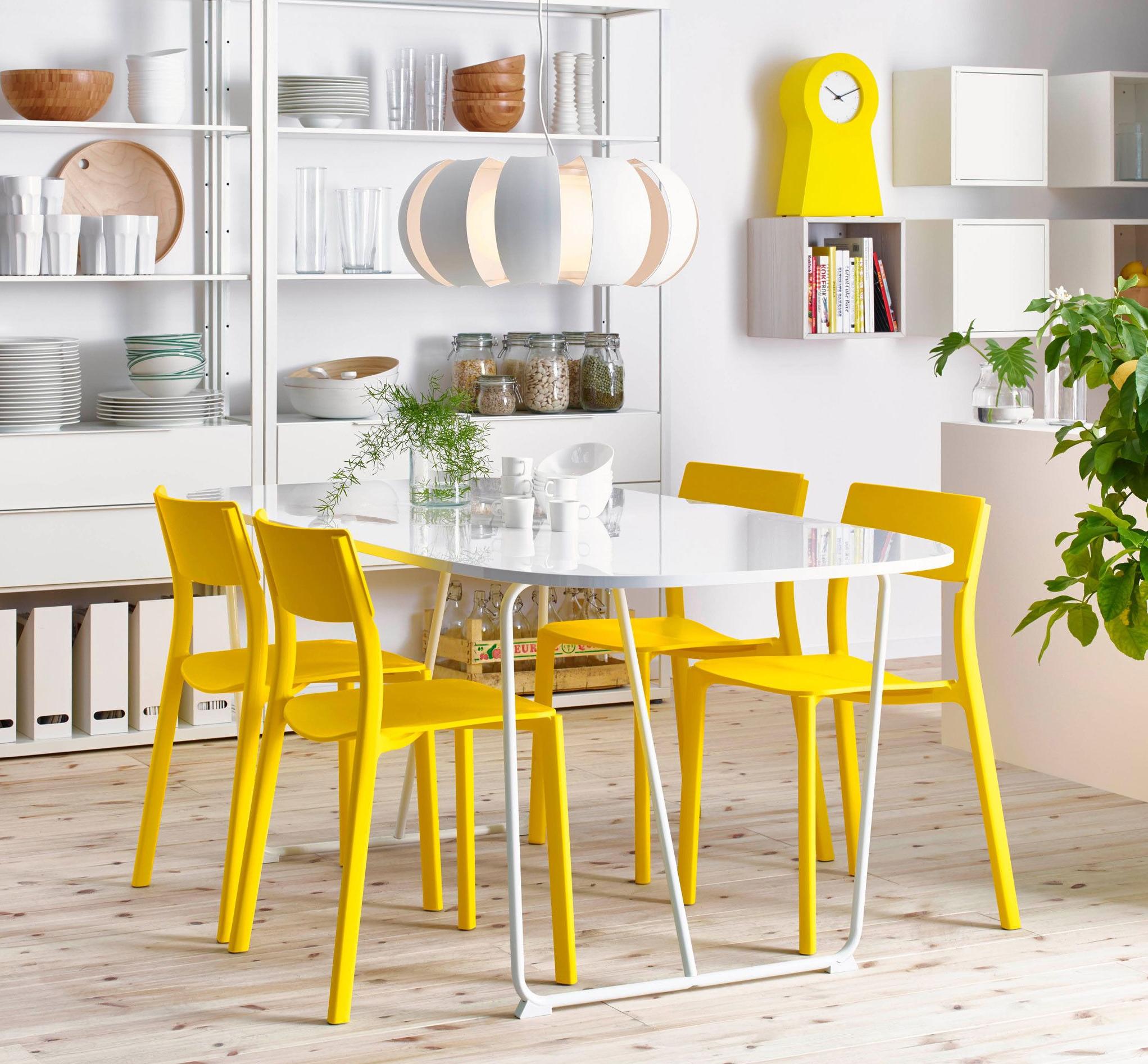 Table rectangulaire IKEA en plastique blanc avec bords arrondis