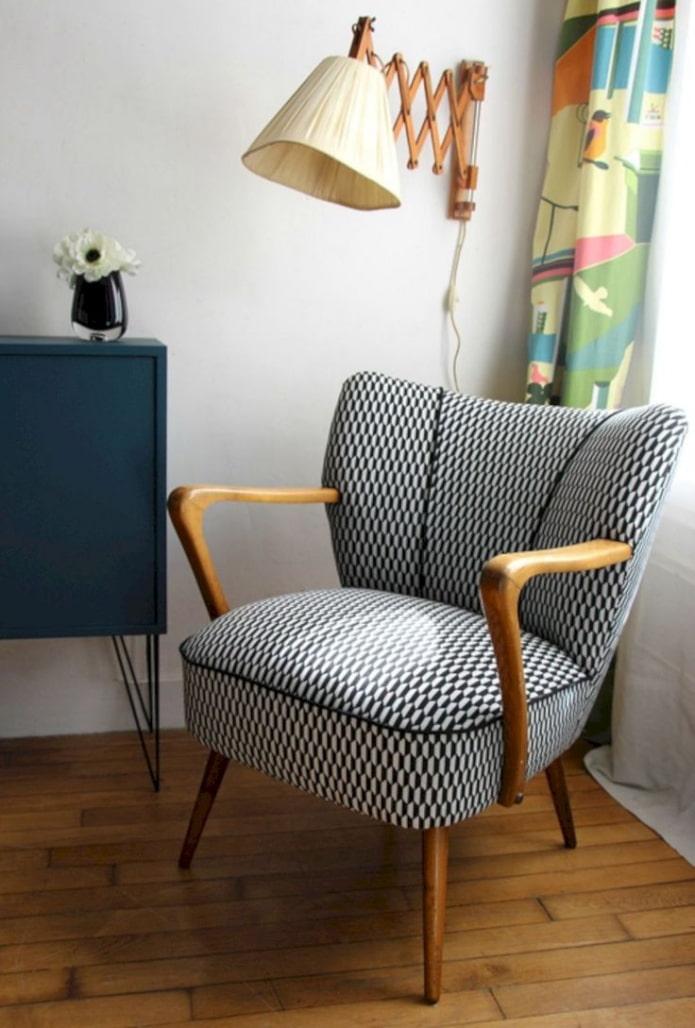 fauteuil dans le style des années cinquante