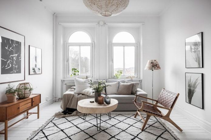 chaise en osier dans le salon