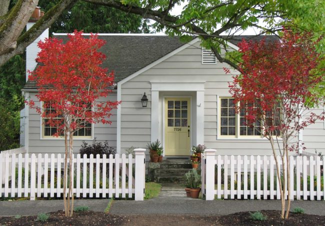 Pour que la maison ne semble pas trop petite, il vaut mieux choisir une finition dans des couleurs claires.