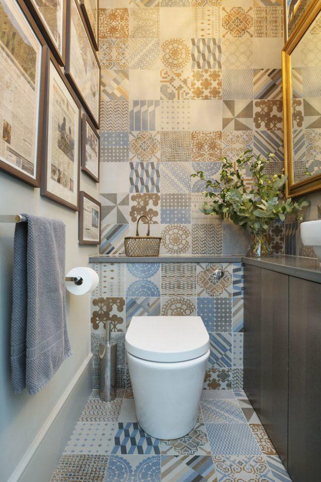 Des carreaux en patchwork décoreront une petite salle de toilette