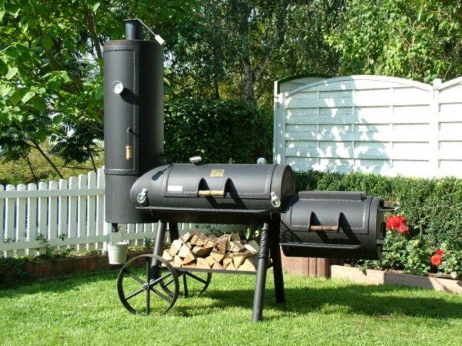Fumoir de barbecue fixe en métal