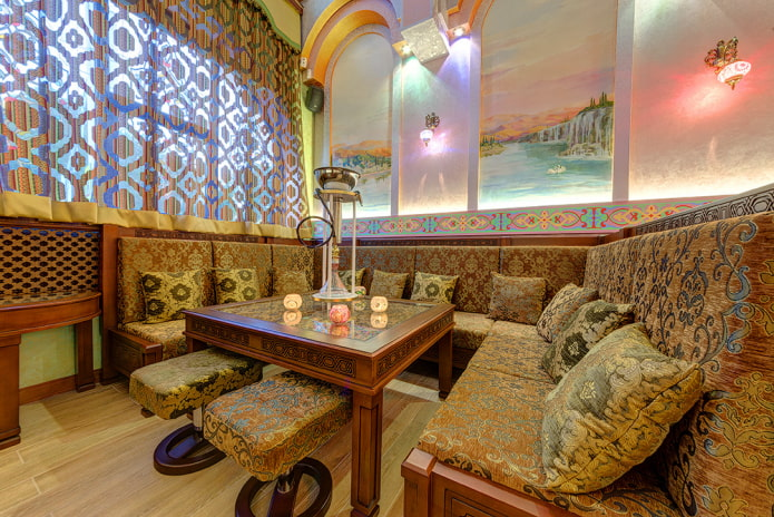 canapé de cuisine avec motifs de style oriental