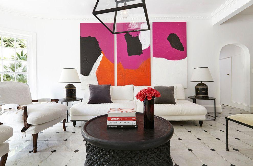 Trois tableaux lumineux modulaires dans un salon blanc