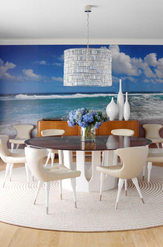 Une table ronde et un tapis rond décoreront le coin repas.