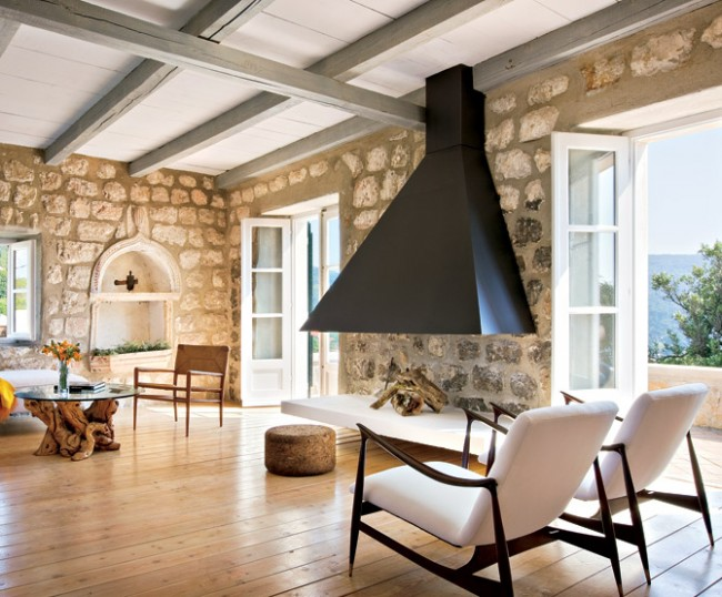Une grosse pierre rend la pièce plus petite, mais une bonne lumière naturelle aidera la pièce à rester spacieuse et lumineuse.