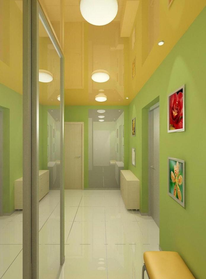 structure de tension en brillant dans le couloir