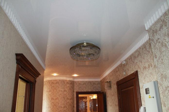 structure de plafond tendu avec lustre