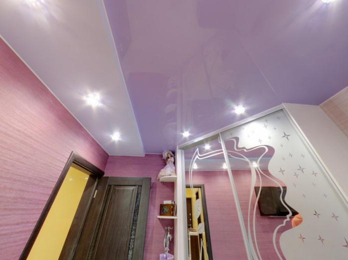 structure de tension lilas dans le couloir