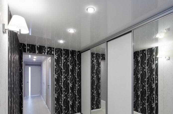 structure de tension blanche dans le couloir