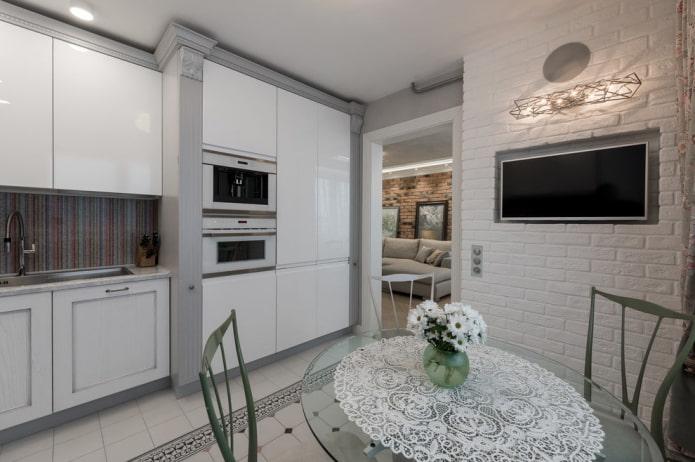 niche avec brique à l'intérieur de la cuisine
