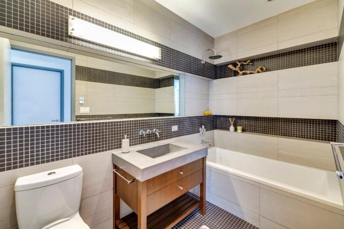 niche avec carrelage à l'intérieur de la salle de bain