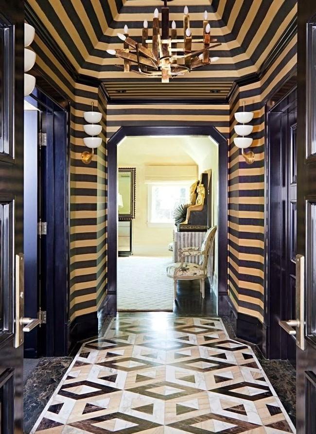 Parquet artistique dans le couloir avec un motif en trois dimensions