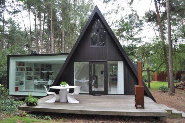 Idée insolite du projet d'une maison de campagne avec une petite extension